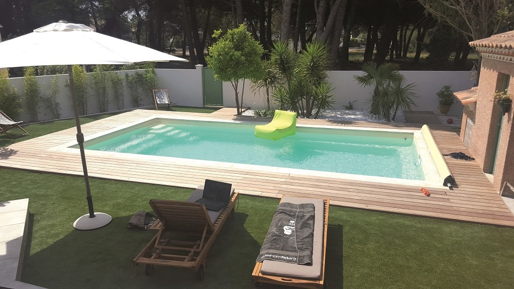 Piscines provence polyester construction et entretien de for Construction piscine 16