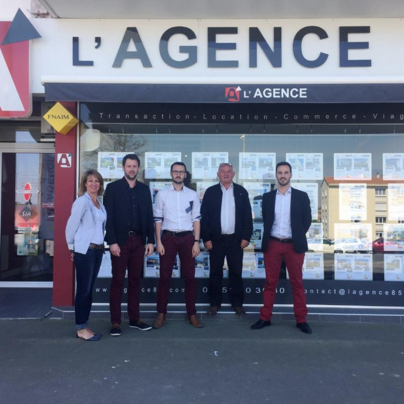 L 39 agence de la cour rouge agence immobili re 16 place for Agence immobiliere saint girons 09200