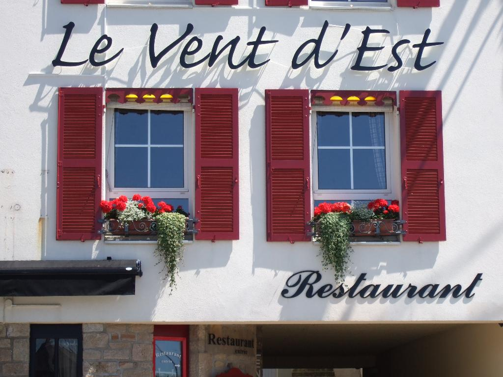 le vent d 39 est restaurant 21 rue ferdinand le dressay 56000 vannes adresse horaire. Black Bedroom Furniture Sets. Home Design Ideas