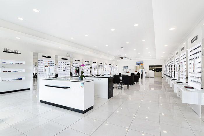 6c2f142ab7 Dans un espace dédié à la vue, vous pourrez choisir vos lunettes de soleil  et lunettes de vue librement tout en bénéficiant de l'expertise et du  conseil de ...