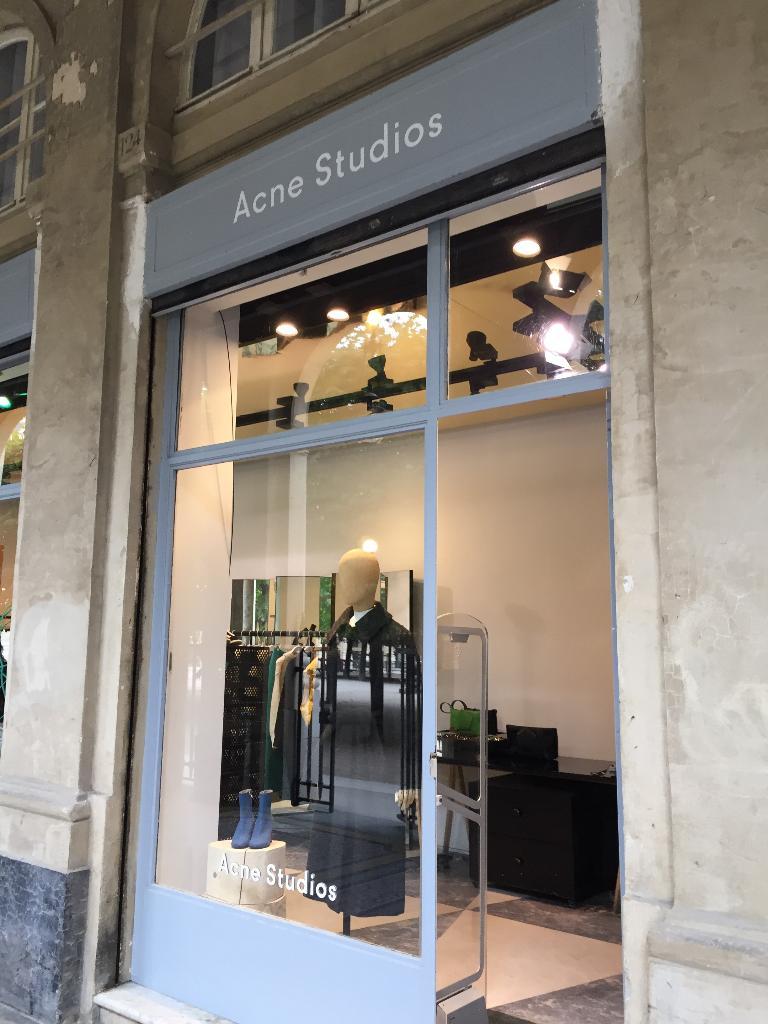 Acne Jeans France, 124 gal Valois, 75001 Paris - Magasins de vêtement  (adresse, horaires) 82865041c10