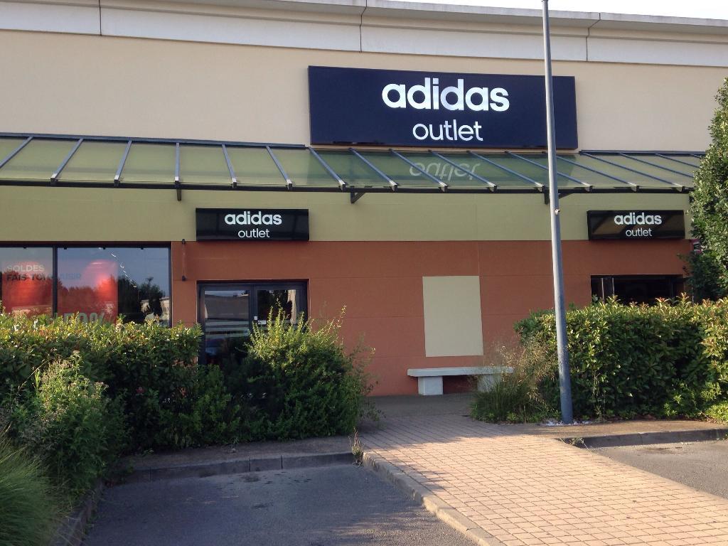 Adidas magasin magasin de sport family village des for Decathlon le mans sud ruaudin ruaudin
