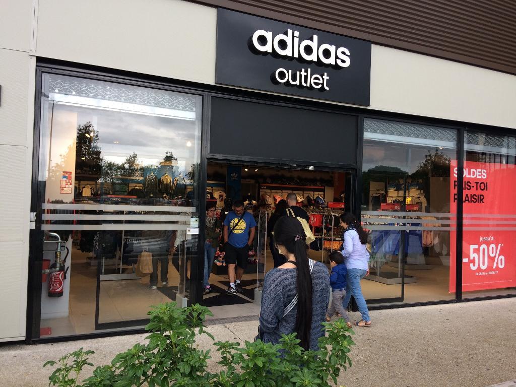 Sarragan Adidas Magasins Vêtementadresse Corbeil France Essonnes De nPZNk0Ow8X