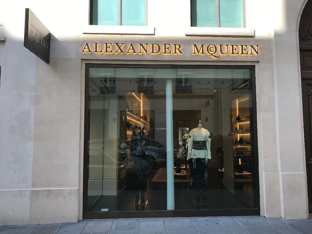 c129fb82d54f Alexander McQueen France Paris - Magasins de vêtement (adresse)