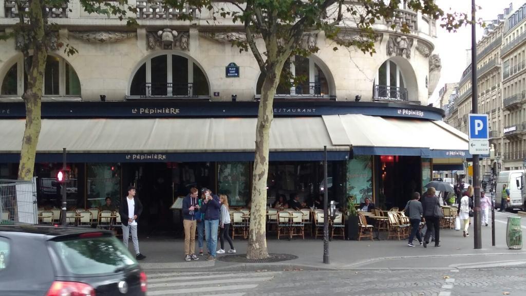 Brasserie la p pini re restaurant 6 place saint for Garage ouvert le dimanche 78