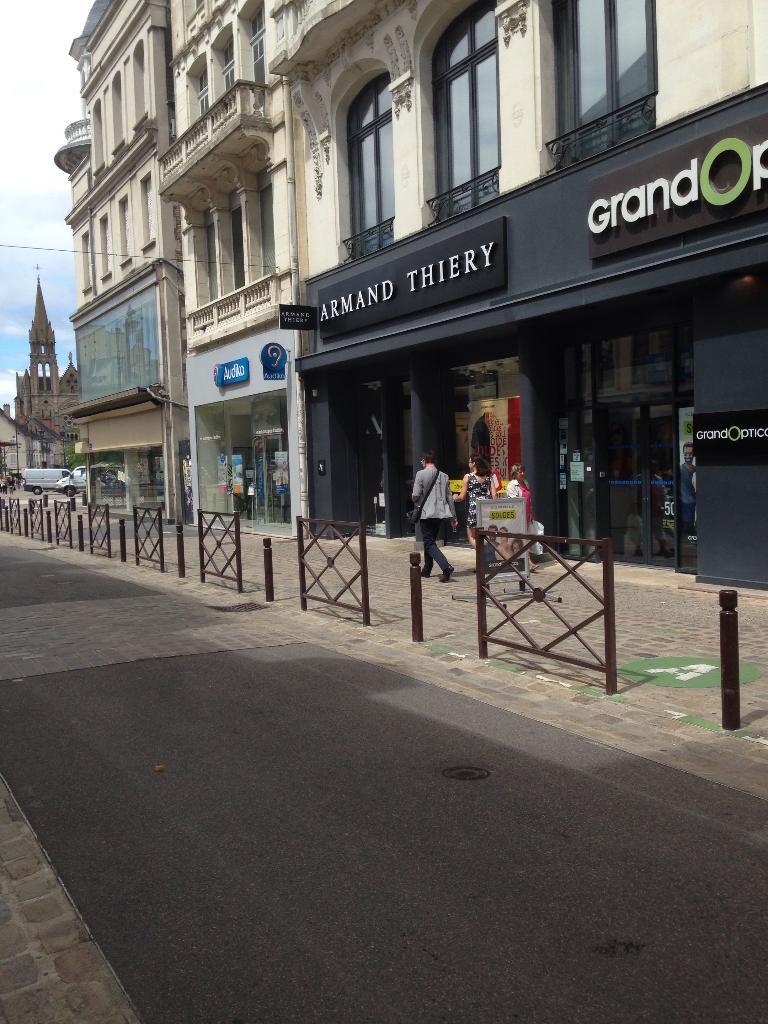 c57a4118b02f14 Armand Thiery - Vêtements femme, 8 rue Allier 03000 Moulins ...