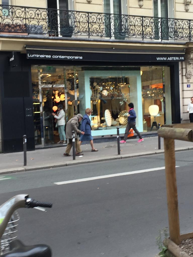 Flos Luminaires et abat jours 15 rue de Bourgogne Paris