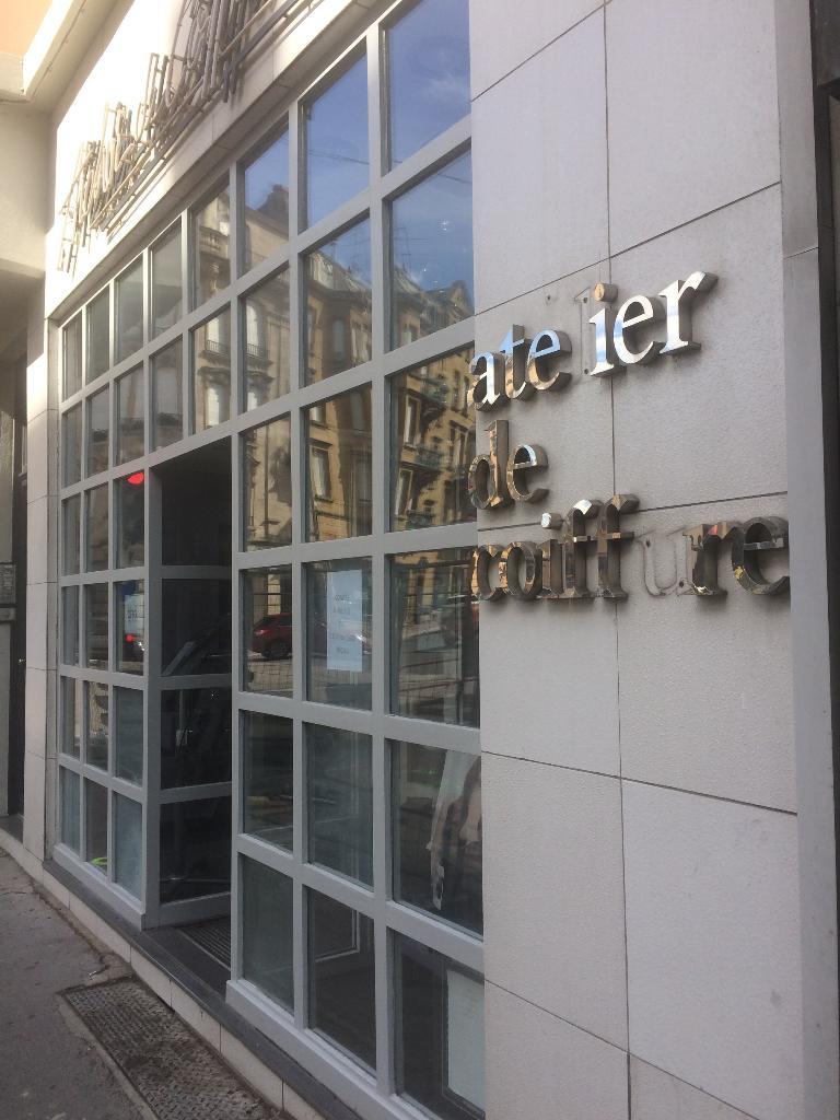 atelier de coiffure coiffeur 2 rue haute seille 57000. Black Bedroom Furniture Sets. Home Design Ideas