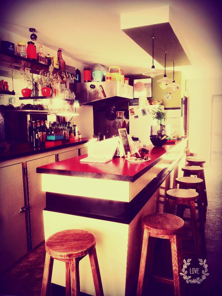 aux cong s pay s restaurant 22 rue arc de triomphe 17100 saintes adresse horaire. Black Bedroom Furniture Sets. Home Design Ideas