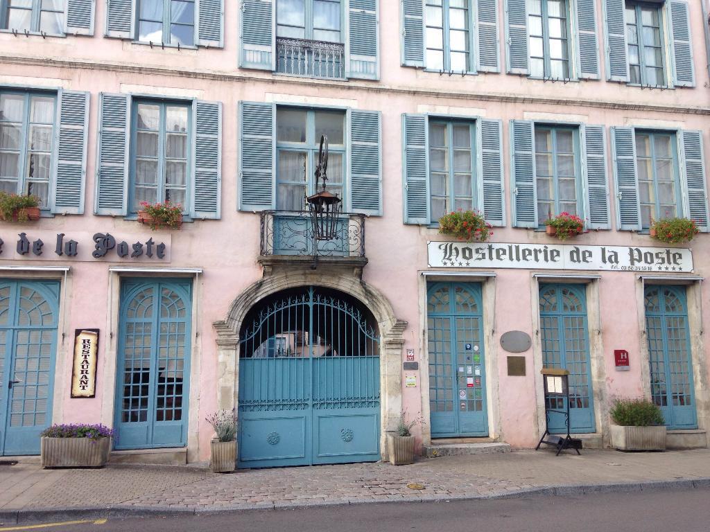 Hostellerie De La Poste - H U00f4tel  13 Place Vauban 89200 Avallon