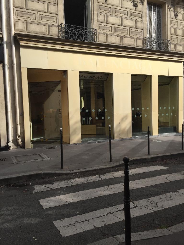 Vêtement Avis Balenciaga Paris adresse Horaires Magasins De rtvnxYvg