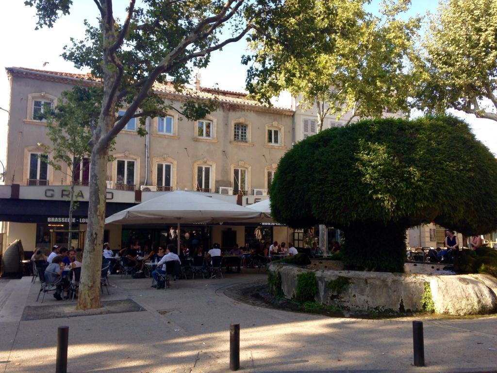 Bar de la grande fontaine restaurant place crousillat for Horaires poste salon de provence