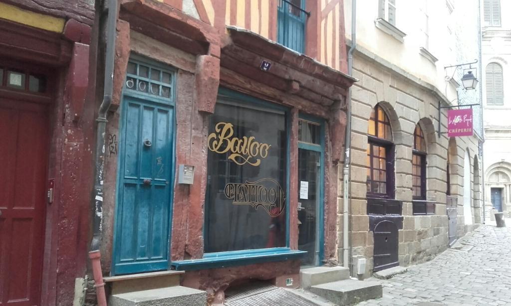 Bayoo tattoo tatouages 2 rue des portes mordelaises for Horaire castorama rennes