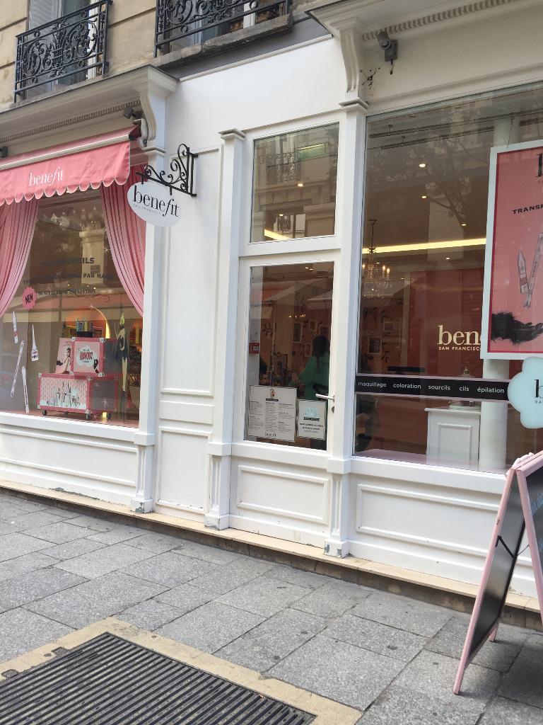 benefit boutique paris parfumerie 56 rue tiquetonne 75002 paris adresse horaire. Black Bedroom Furniture Sets. Home Design Ideas