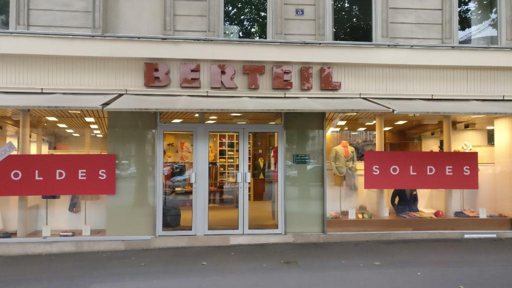 Berteil v tements homme 3 place saint augustin 75008 for Garage lyon ouvert samedi