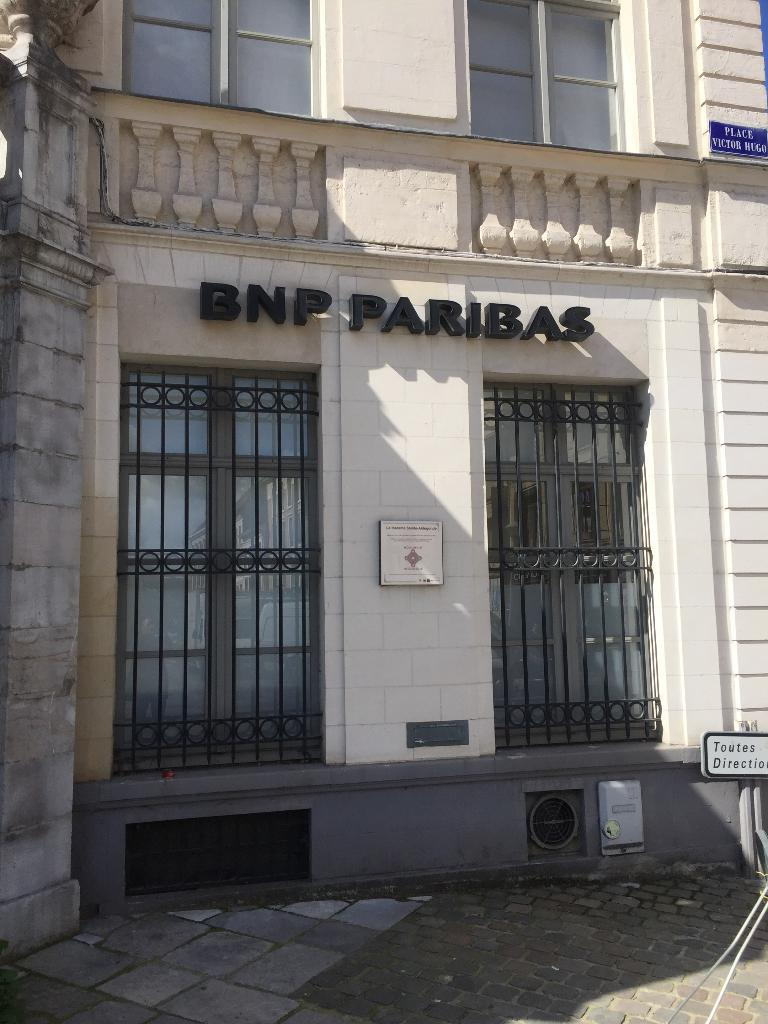 bnp paribas banque 5 place victor hugo 62500 saint omer adresse horaire. Black Bedroom Furniture Sets. Home Design Ideas