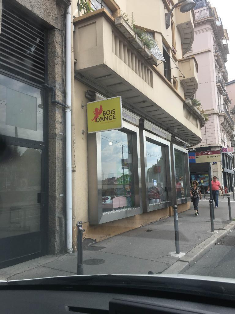 bois d 39 ange magasin de meubles 1 rue thimonnier 69001 lyon adresse horaire. Black Bedroom Furniture Sets. Home Design Ideas