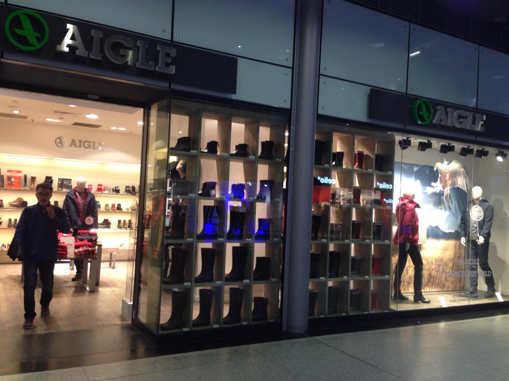 Description du site: Citadium: magasin streetwear Paris Citadium est une marque du groupe Printemps Pinault Redoute (PPR) qui est connue à travers deux magasins de sport en plein coeur de Paris: Citadium Caumartin qui est situé rue Caumartin dans le quartier des Grands magasins à Paris aux alentours de la Gare Saint Lazare, et Citadium Beaubourg qui se trouve rue Quincampoix à deux pas /5.
