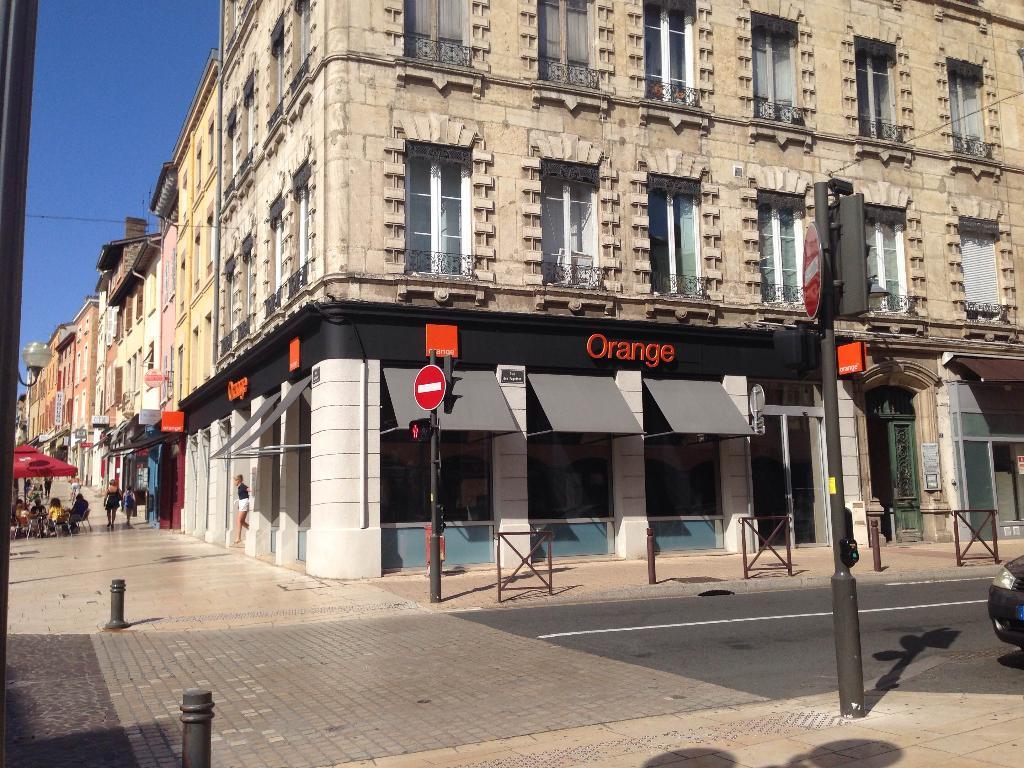 boutique orange vente de t l phonie 605 rue nationale 69400 villefranche sur sa ne adresse. Black Bedroom Furniture Sets. Home Design Ideas