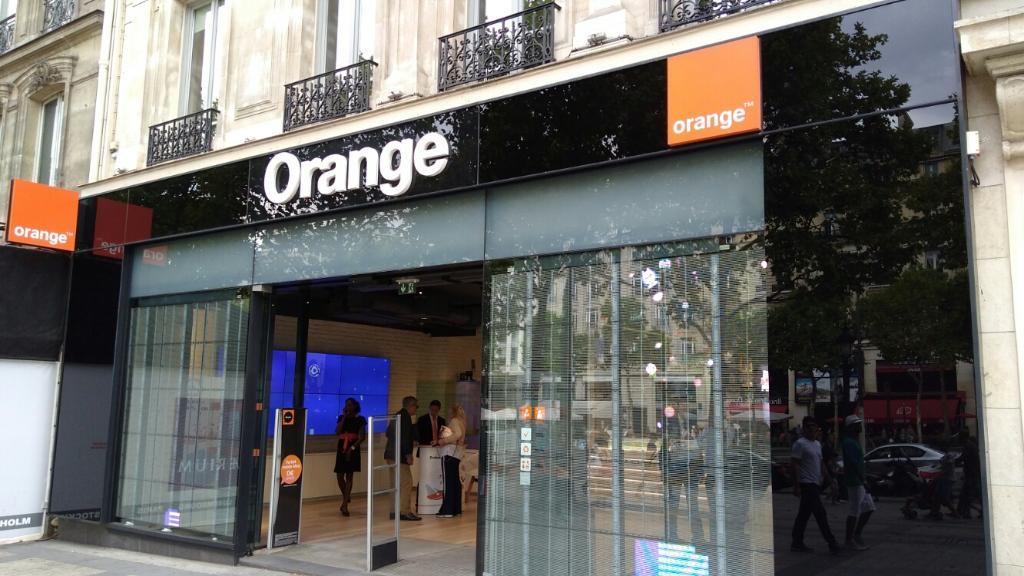 boutique orange vente de t l phonie 125 avenue des champs elys es 75008 paris adresse horaire. Black Bedroom Furniture Sets. Home Design Ideas