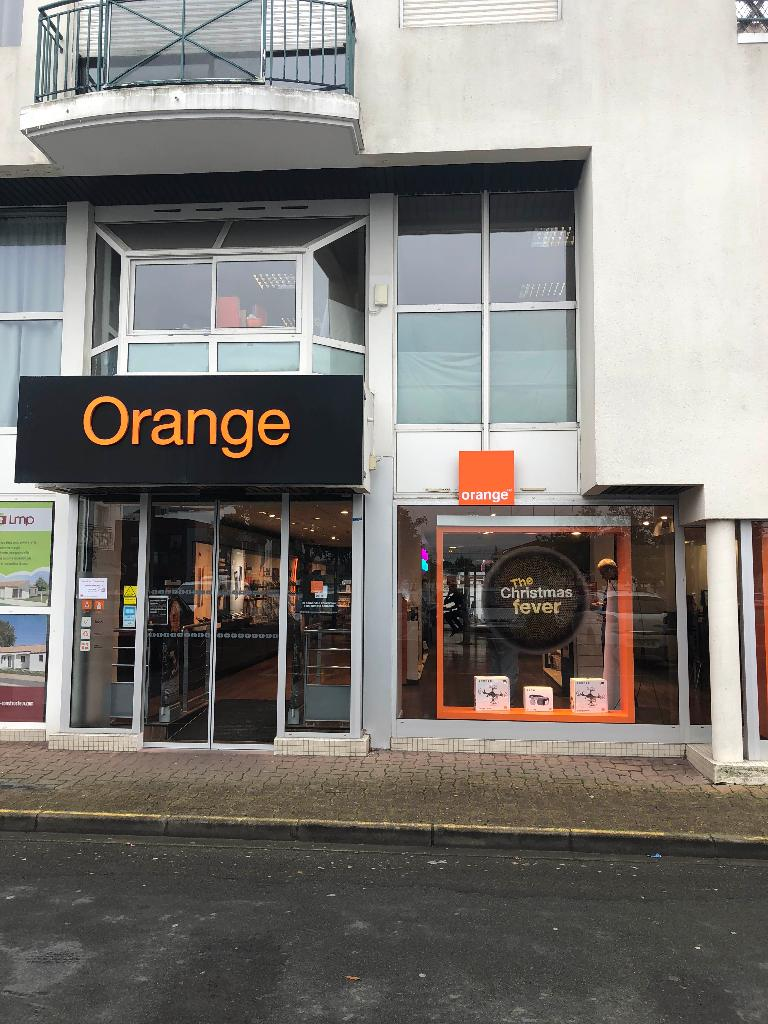 boutique orange vente de t l phonie place champ de. Black Bedroom Furniture Sets. Home Design Ideas