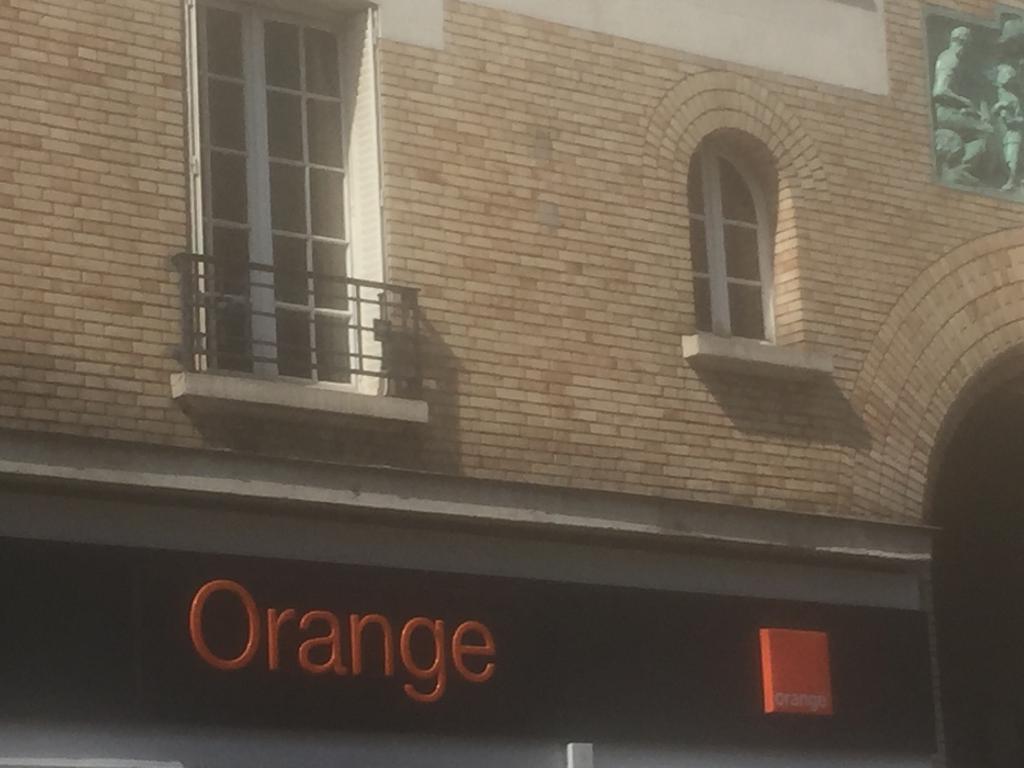 boutique orange vente de t l phonie 117 rue de belleville 75019 paris adresse horaire. Black Bedroom Furniture Sets. Home Design Ideas