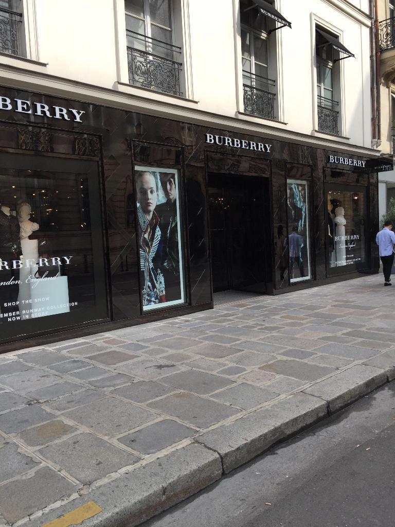 db7bee081d6b Burberry France, 56 r Faubourg St Honoré, 75008 Paris - Magasins de  vêtement (adresse, horaires, ouvert le dimanche)