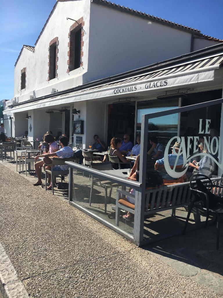 Cafe Noir Restaurant 4 Quai Cassard 85330 Noirmoutier En L Ile