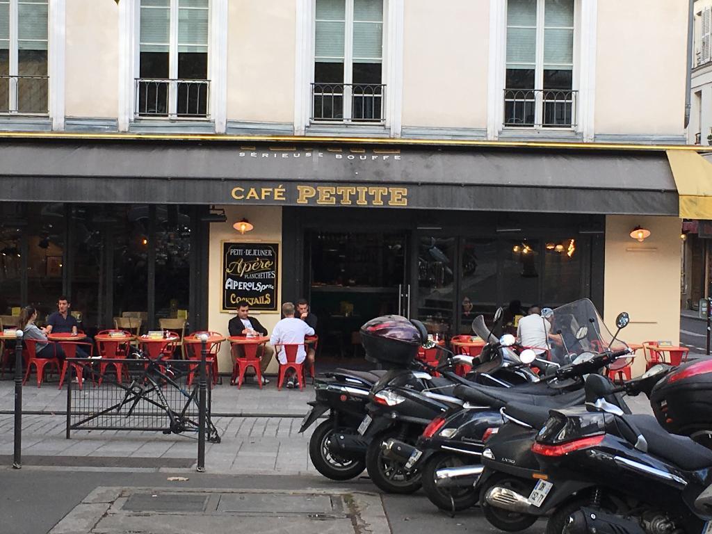 cafe petite restaurant 52 rue ren boulanger 75010. Black Bedroom Furniture Sets. Home Design Ideas
