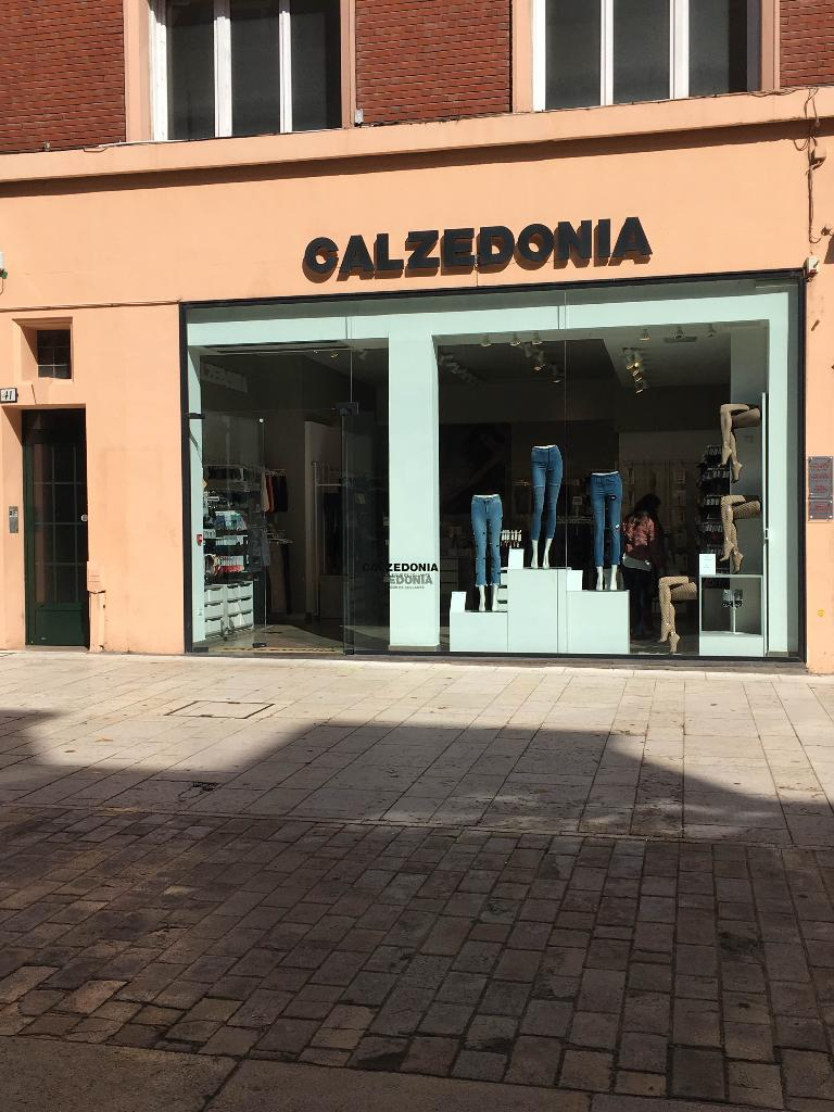 calzedonia v tements femme 41 rue 3 cailloux 80000 amiens adresse horaire. Black Bedroom Furniture Sets. Home Design Ideas