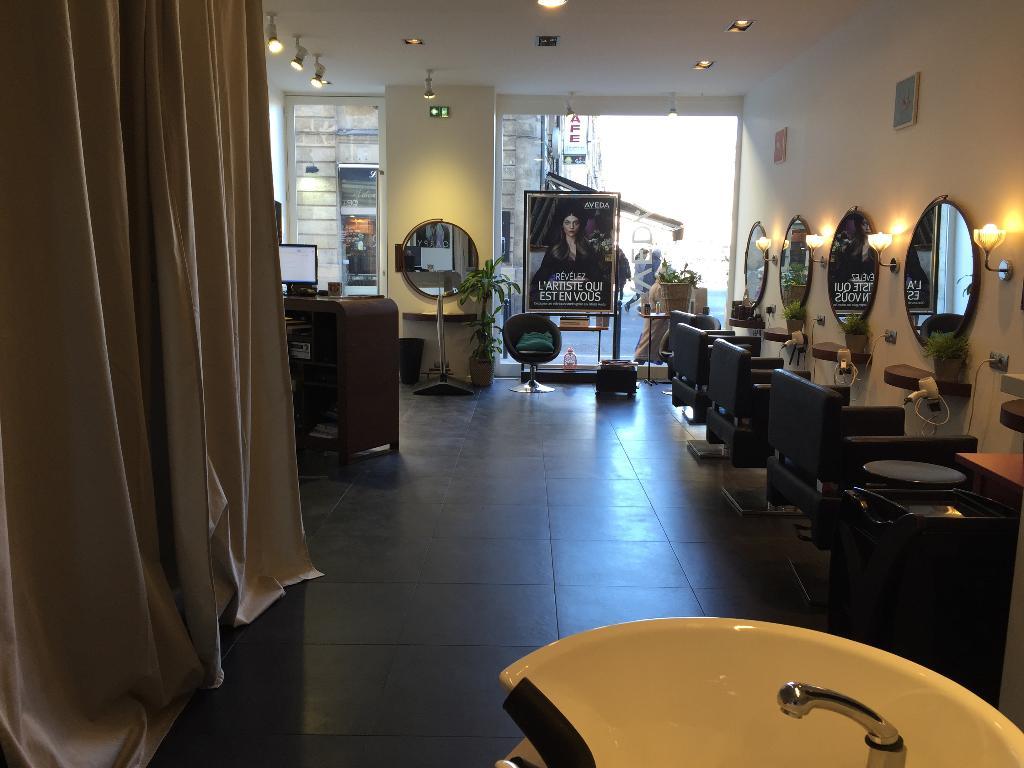 carpy coiffeur coloriste coiffeur 24 place gambetta 33000 bordeaux adresse horaire. Black Bedroom Furniture Sets. Home Design Ideas