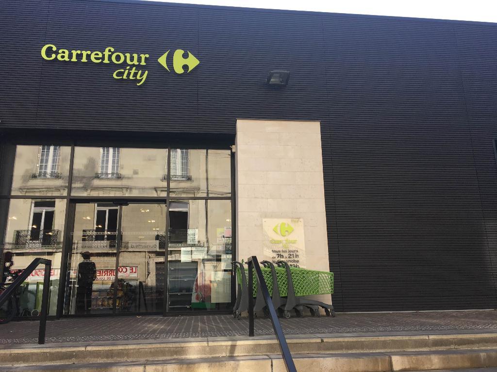carrefour city supermarch hypermarch 17 rue saint nicolas 49400 saumur adresse horaire. Black Bedroom Furniture Sets. Home Design Ideas