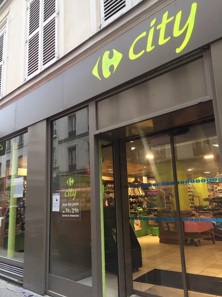 Carrefour city paris nemours supermarch hypermarch 5 for Garage ouvert le dimanche 78