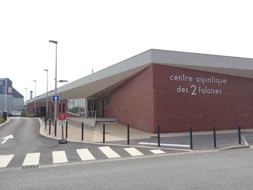 Centre aquatique des 2 falaises club de sport 1 avenue for Piscine le treport