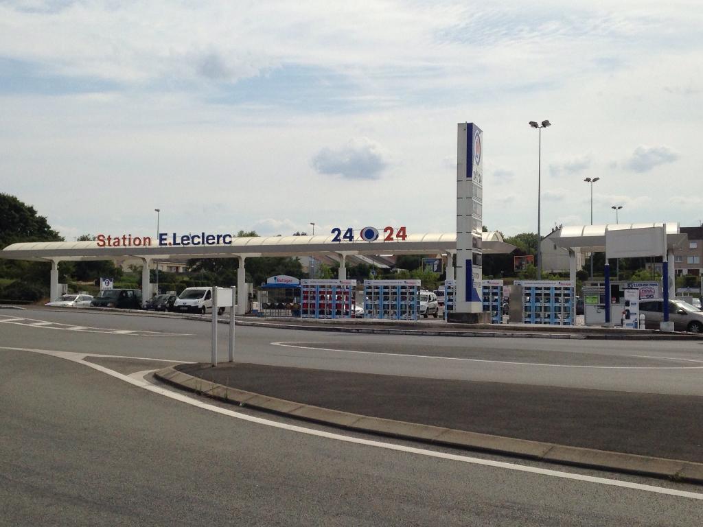 centre leclerc supermarch hypermarch rue bonn table 72000 le mans adresse horaire. Black Bedroom Furniture Sets. Home Design Ideas