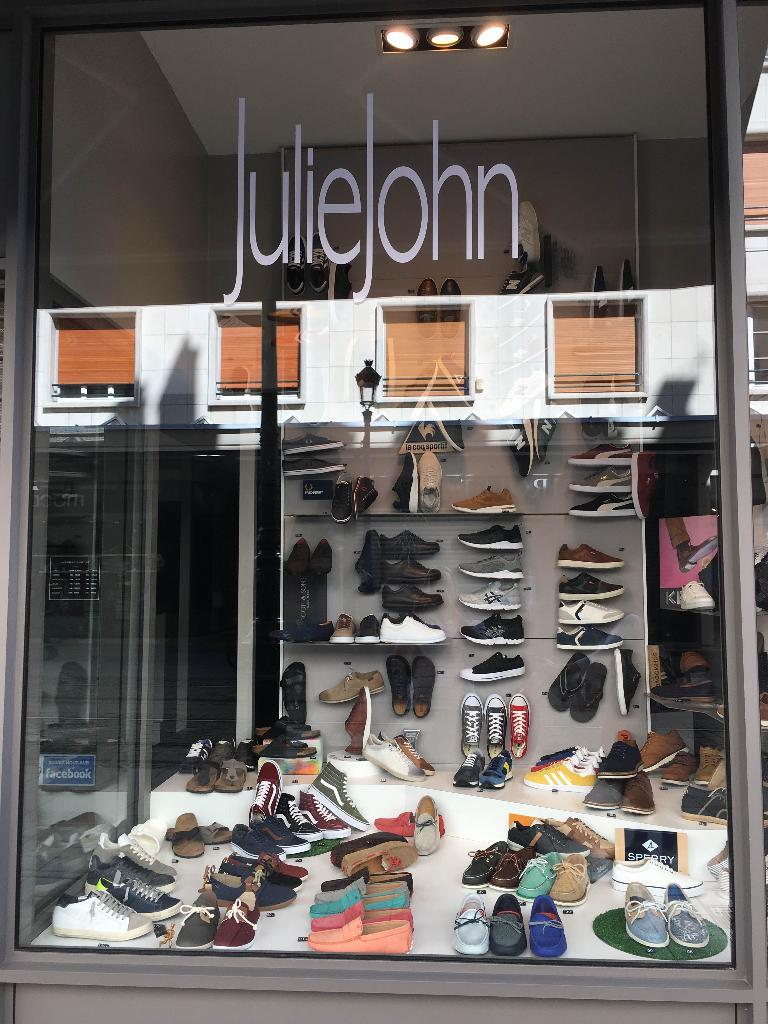 346b70458c7b85 Chaussures Julie et John Mignan, 8 r République, 45000 Orléans - Magasin de  chaussures (adresse, horaires)