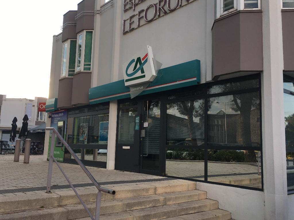 cr dit agricole du languedoc banque centre commercial forum 34980 saint g ly du fesc. Black Bedroom Furniture Sets. Home Design Ideas