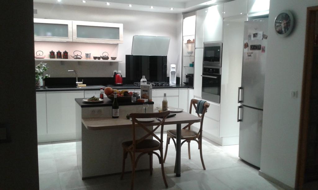 ixina saint brice sous foret vente et installation de cuisines 2 rue luat 95350 saint brice. Black Bedroom Furniture Sets. Home Design Ideas