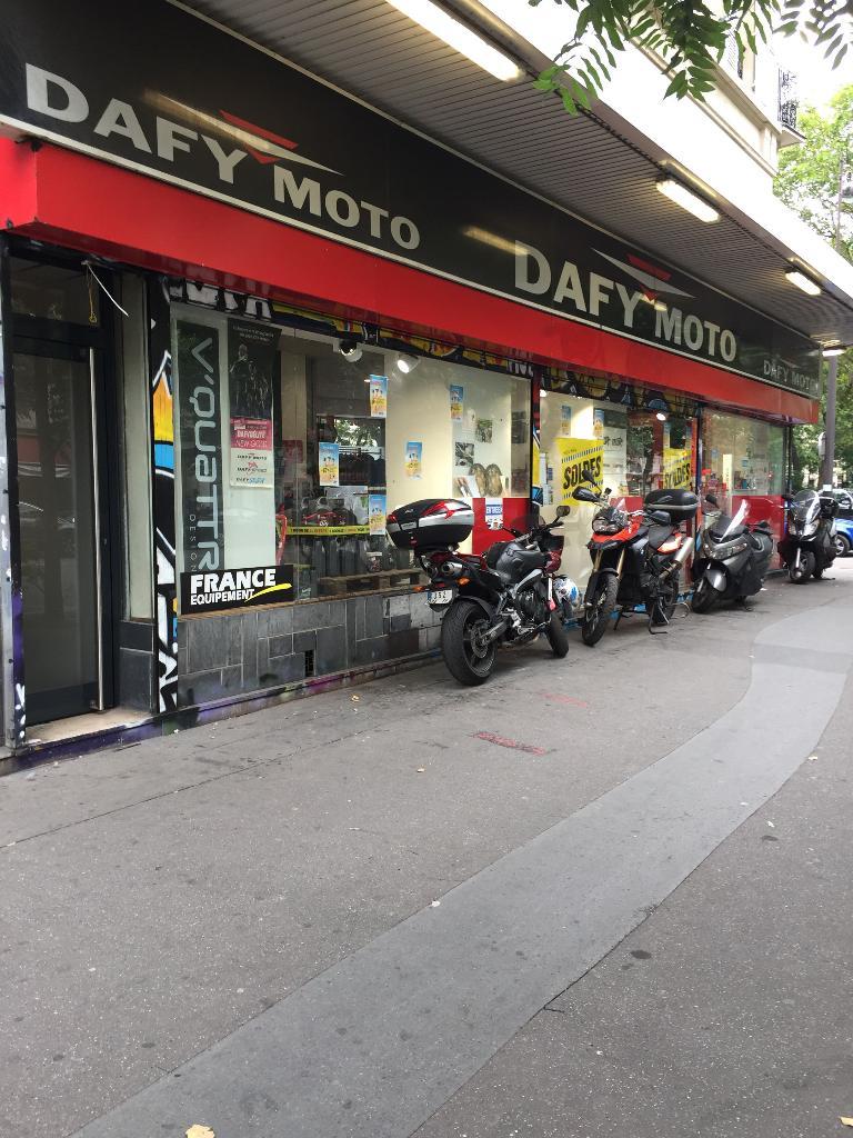 dafy moto agent concessionnaire motos et scooters 47 boulevard voltaire 75011 paris adresse. Black Bedroom Furniture Sets. Home Design Ideas