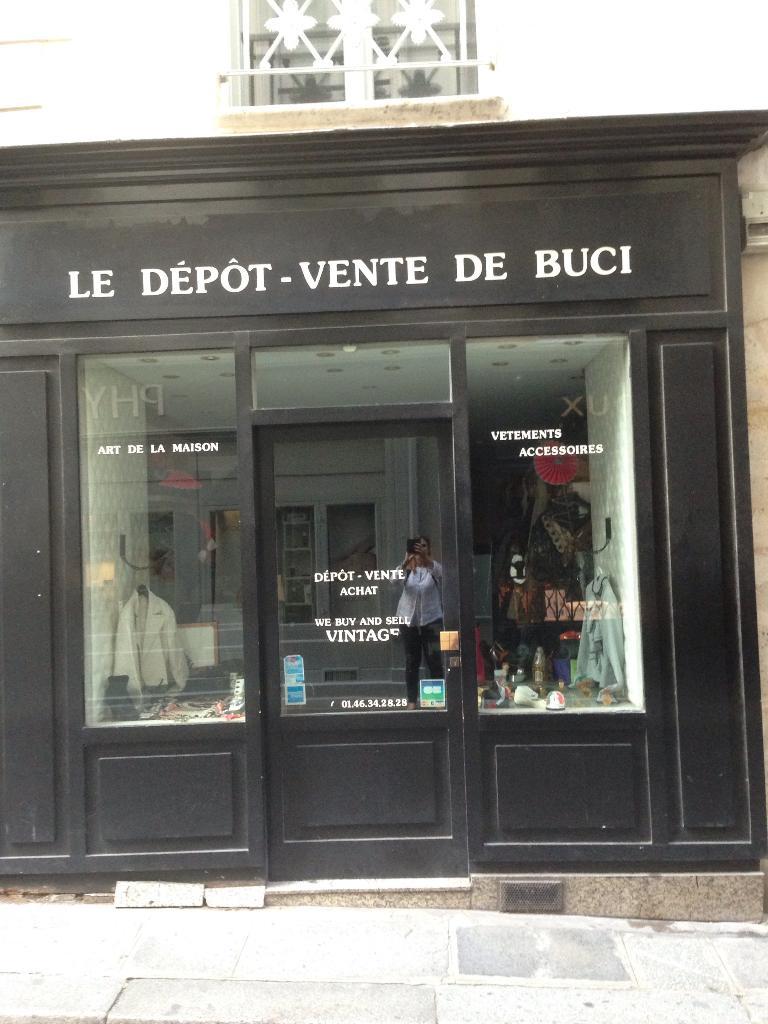 Le Dépot Vente de Buci - Dépôt-vente de vêtements, 4 rue Bourbon Le ... f849d60de11