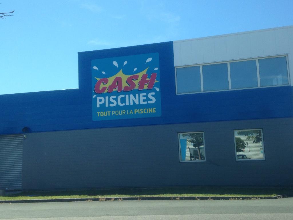 Cash piscines construction et entretien de piscines 62 for Cash piscine sollies pont horaires