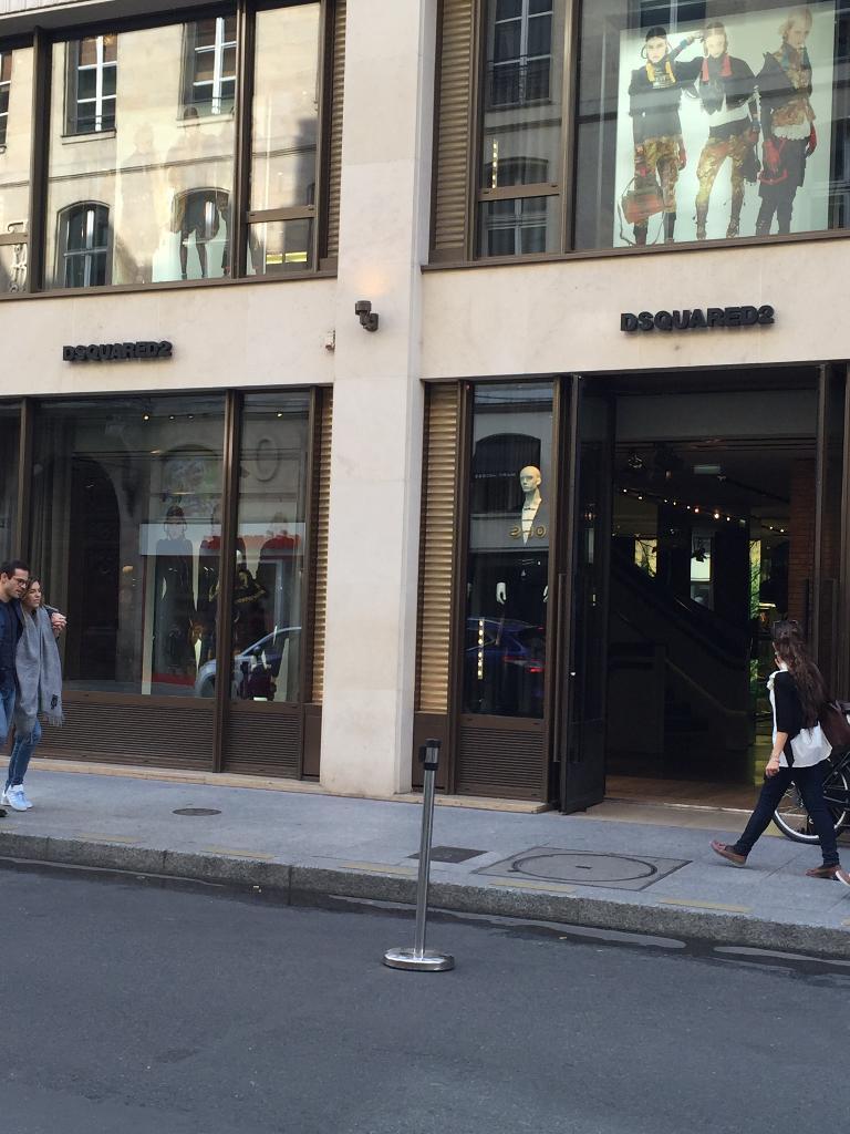 9687ca936d5f8c Dsquared2 Paris - Magasins de vêtement (adresse, horaires)