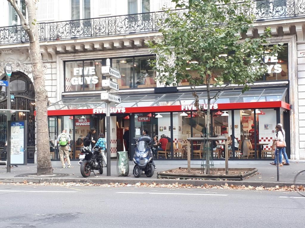 Five Guys - Restaurant, 17 boulevard des Capucines 75002 Paris ...