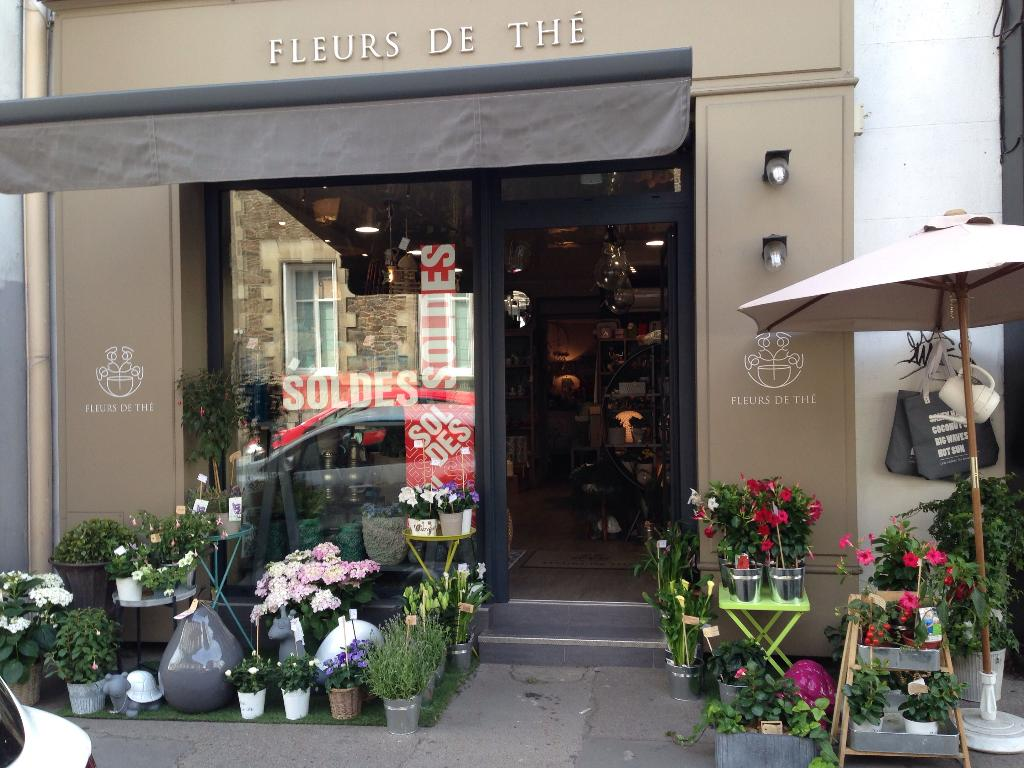 Fleurs de th fleuriste 138 rue du g n ral buat 44000 for Adresse fleuriste