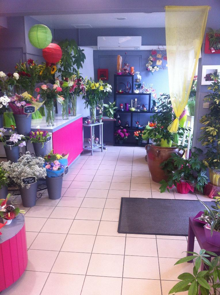 Fleurs et couleurs fleuriste 195 rue saint malo 35000 for Horaire castorama rennes