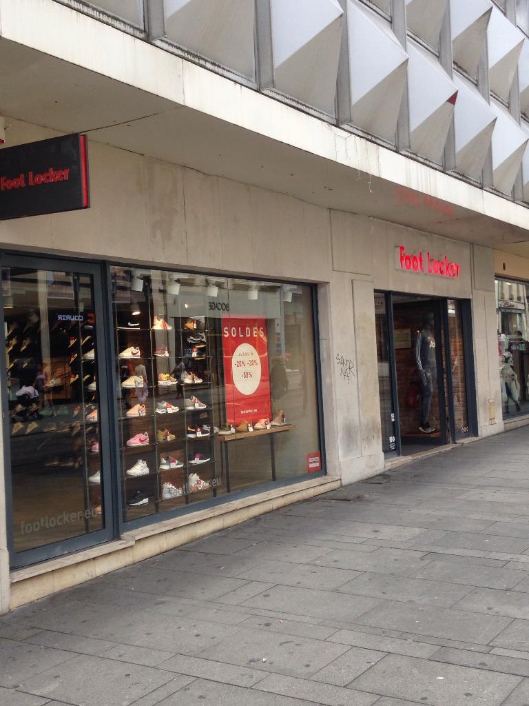 foot locker france magasin de sport 39 rue saint jean 54000 nancy adresse horaire. Black Bedroom Furniture Sets. Home Design Ideas