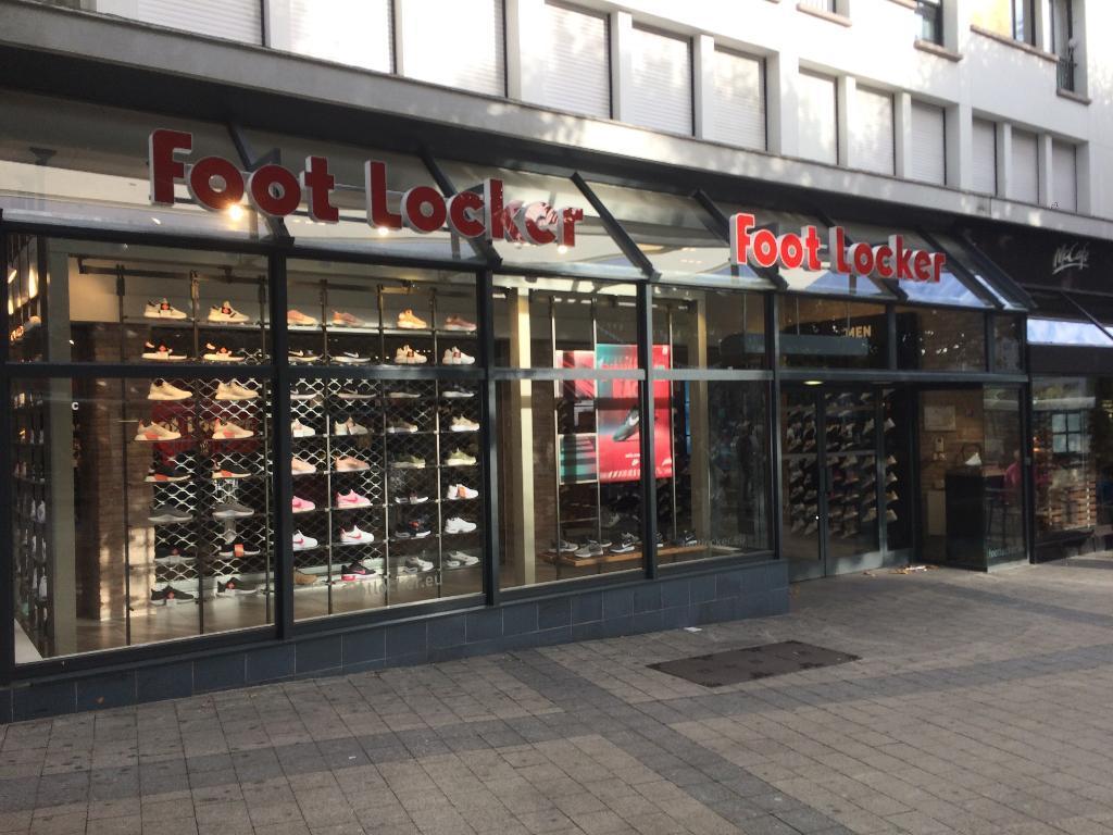 Foot locker france magasin de sport 1 avenue faou dic - Comptoir de la mer lorient ...