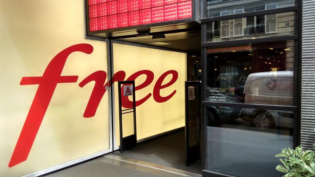 free center vente de t l phonie 8 rue ville l 39 ev que 75008 paris adresse horaire. Black Bedroom Furniture Sets. Home Design Ideas