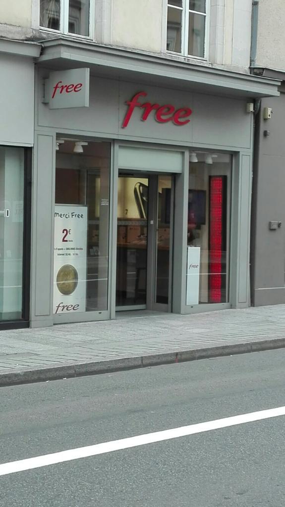 free center vente de t l phonie 23 rue g n ral de gaulle 53000 laval adresse horaire. Black Bedroom Furniture Sets. Home Design Ideas
