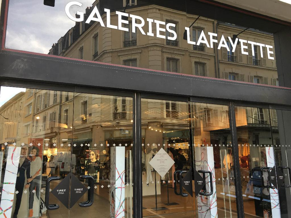 Galeries lafayette grand magasin 6 rue adolphe thiers 45000 orl ans adresse horaire - Galeries lafayette bron horaires ...